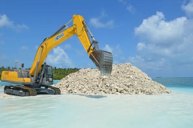 XE335C Excavator at work